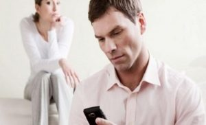 The Advantages and Disadvantages of Snooping in a Relationship